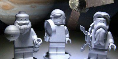 El dios romano Júpiter, su esposa Juno y el científico italiano Galileo Galilei llegaron a la órbita de Júpiter convertidos en figuras de Lego fabricadas de aluminio. Foto:NASA
