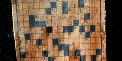 Mujer confunde obra de arte en museo con un crucigrama