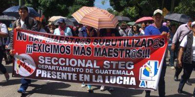 Marcha magisterial se desplaza por las calles de la Ciudad