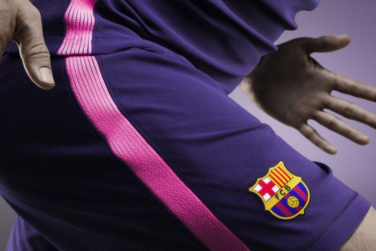 Barcelona mezcló los colores azul y grana para generar el púrpura de la nueva equipación Foto:Twitter FC Barcelona