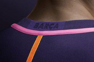 El cuello será en punta y tendrá una franja rosada Foto:Barcelona