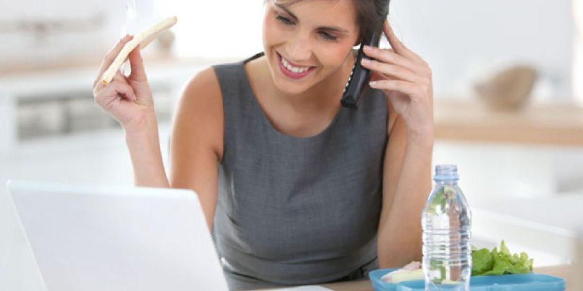 ¿Tienes hambre y estás en la oficina? Estos snacks saludables puedes comer