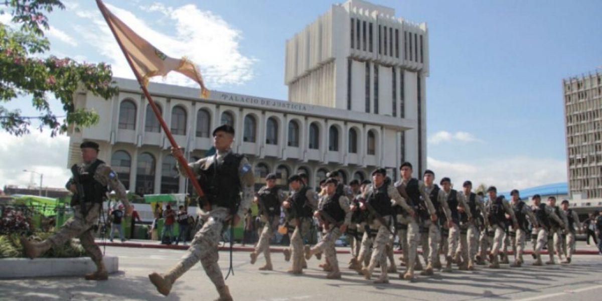PNC conmemora su aniversario con desfile presenciado por Jimmy Morales