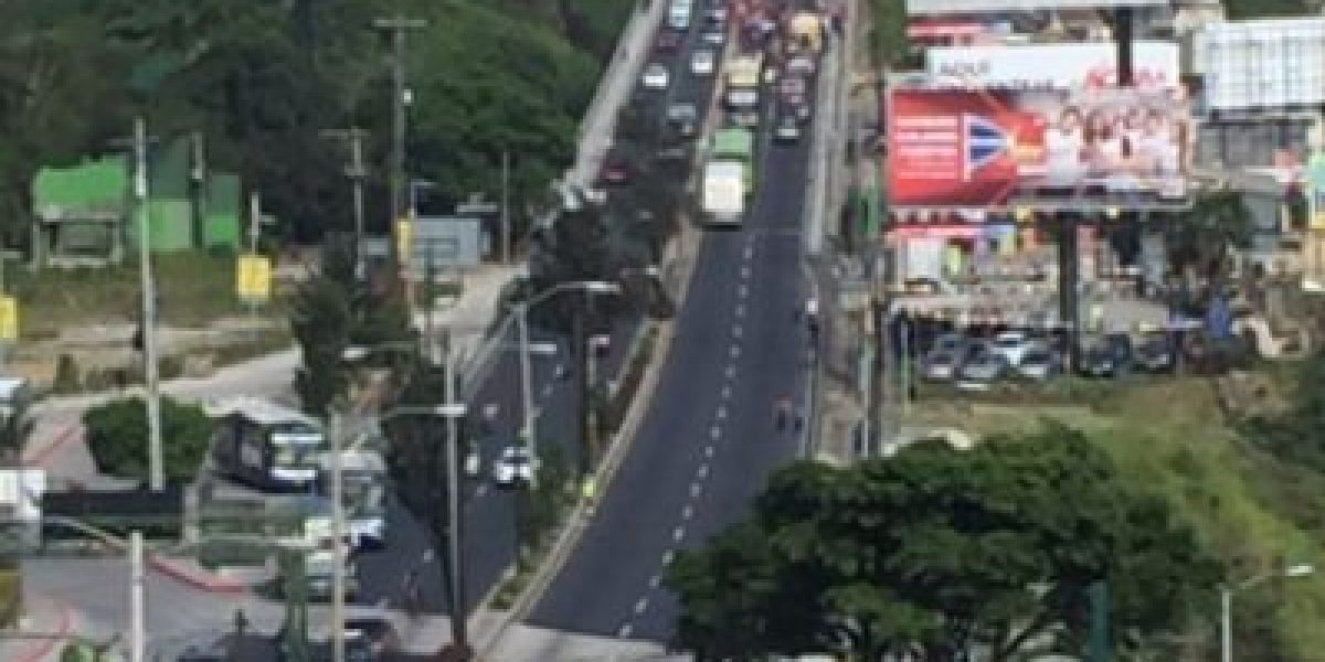Compras tras pago de bono 14, conciertos y manifestaciones afectan el tránsito este viernes