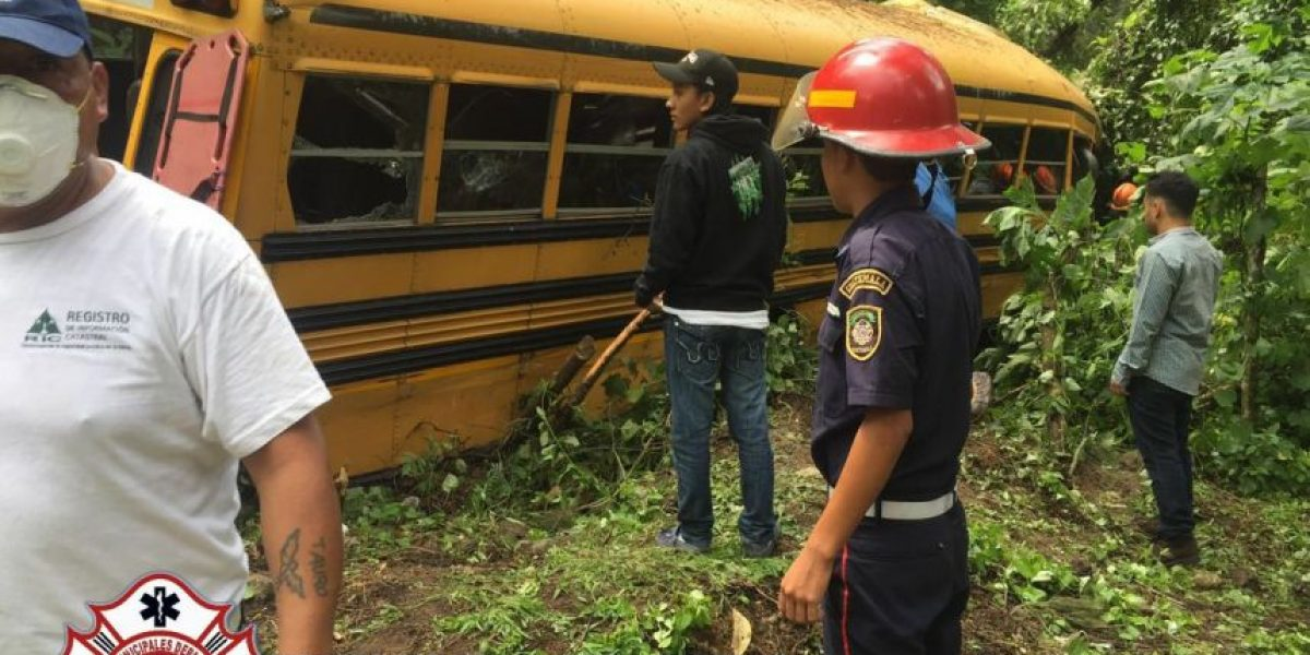 Accidente de bus en bajada de Las Cañas deja varios heridos