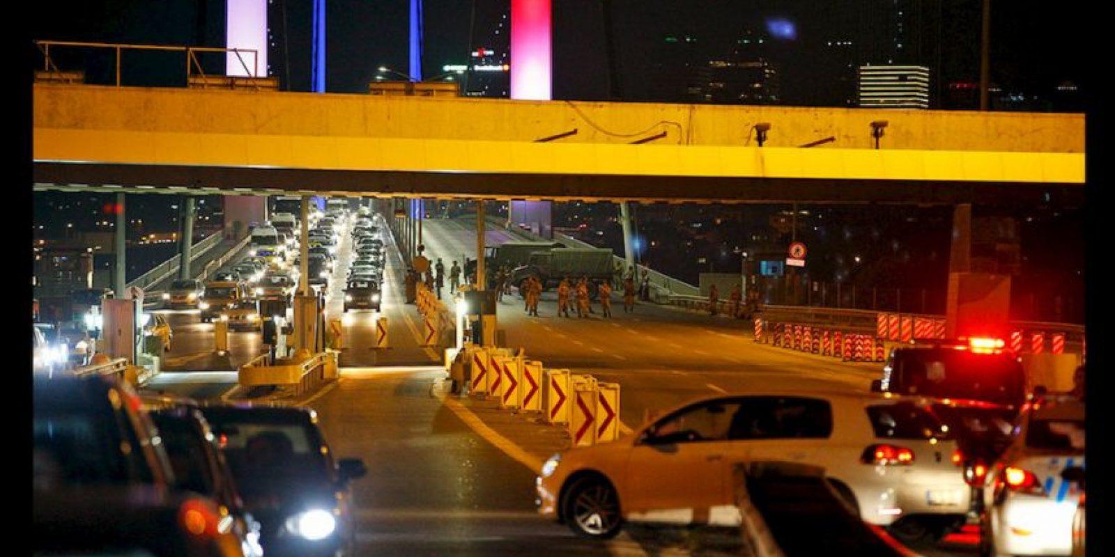 Un grupo de militares se sublevó y asegura tener el control del Gobierno de Turquía. Foto:AP