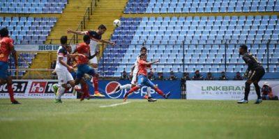 En su presentación para la temporada 2016-2017, los rojos cayeron en el estadio Mateo Flores. Foto:Oliver de Ros