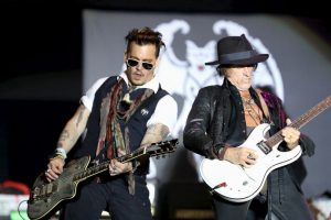 Junto al actor Johnny Depp y Alice Cooper conforman la banda Hollywood Vampires Foto:Getty Images