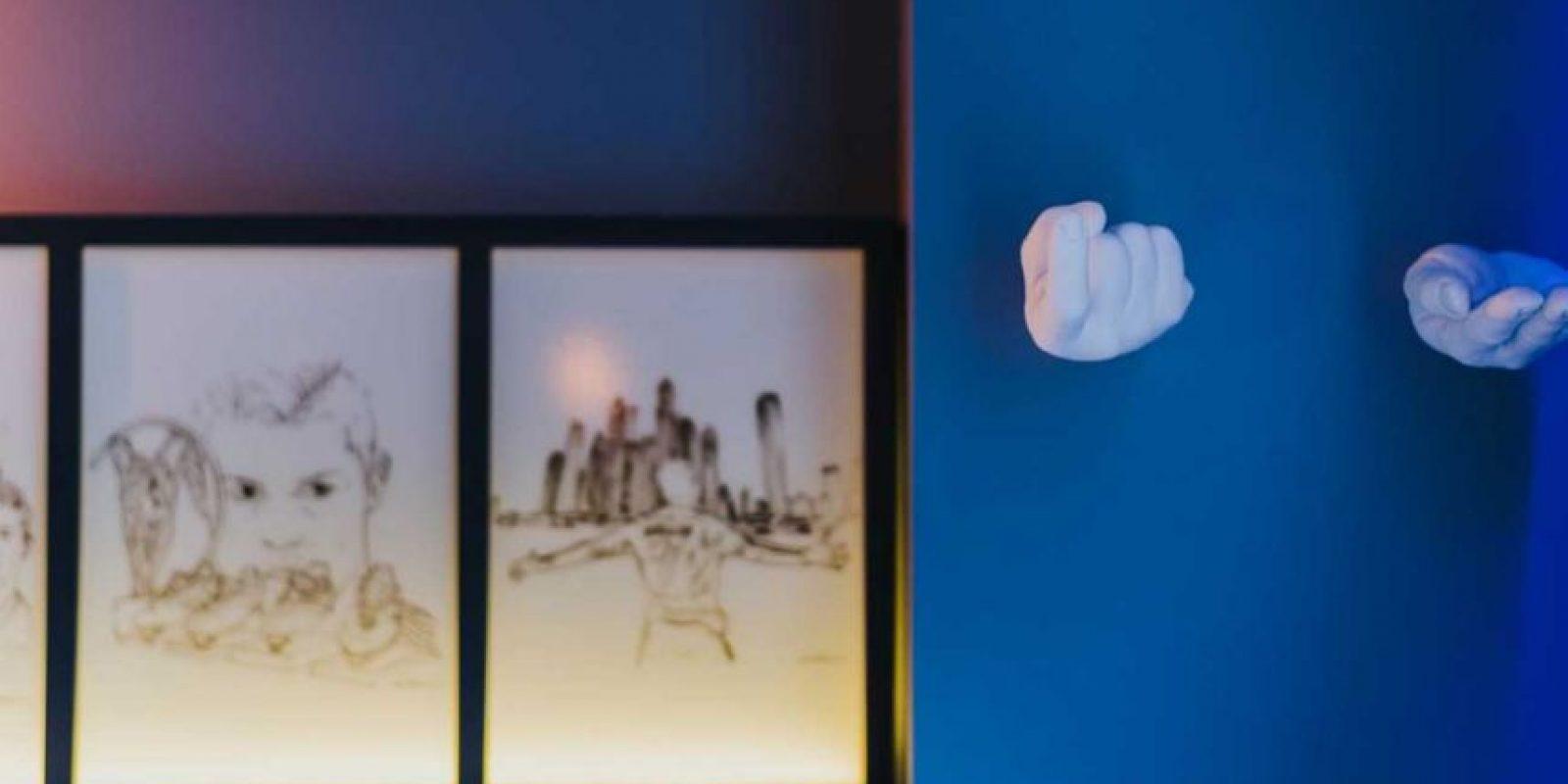 Sin embargo, hay una pieza especial de 690 euros que tiene cuadros de CR7 en las paredes, un Playstation 4, distintos juegos, lentes de realidad virtual y una equipación para realizar ejercicios cardio Foto:Sitio web Pestana CR7