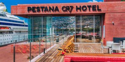 La piscina en la azotea con vista al muelle es una de las características destacables del hotel Foto:Sitio web Pestana CR7
