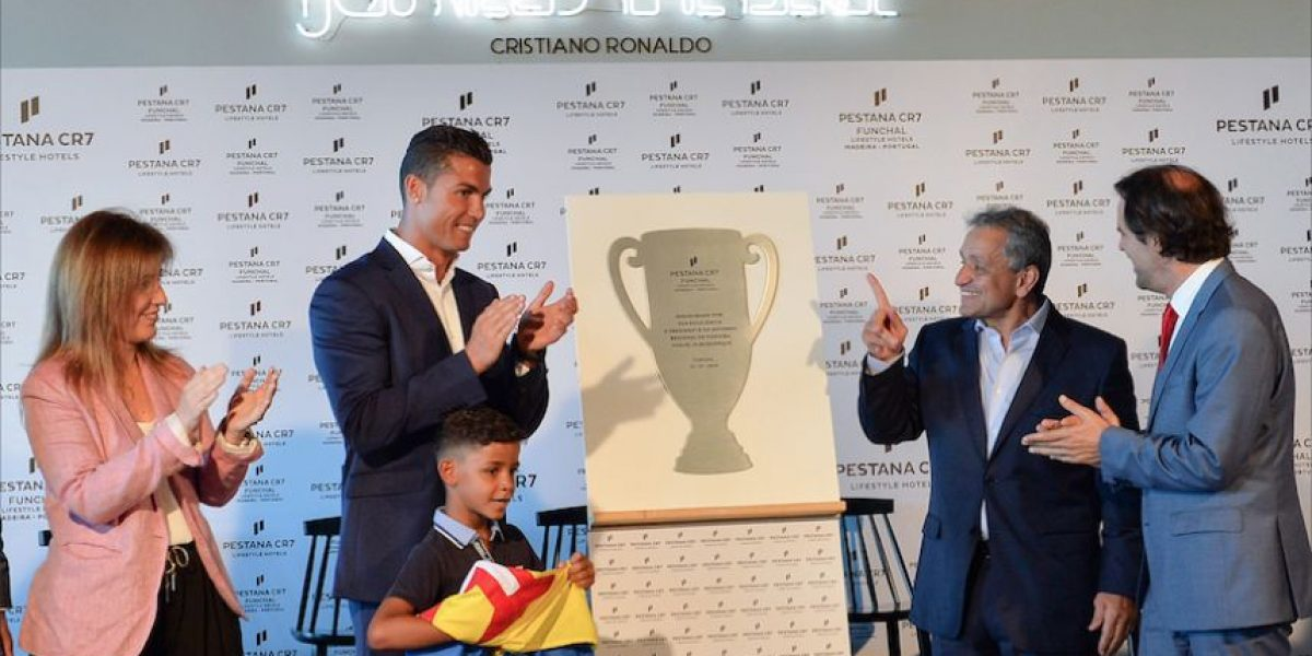 Cristiano Ronaldo inaugura su primer hotel de lujo