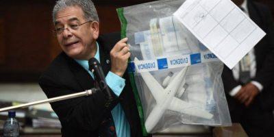 "Gálvez mostró la réplica del avión ""la Balita"". Foto:Oliver de Ros"