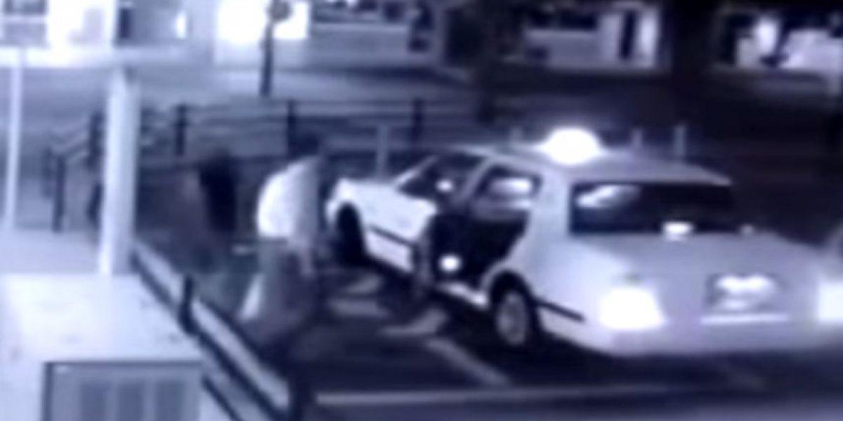 Este hombre pidió un taxi, pero algo aterrador se subió con él