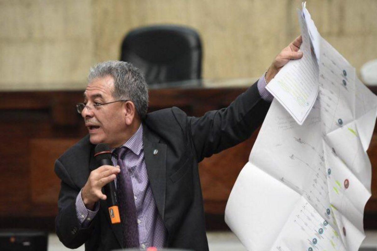 Gálvez explica las diferentes empresas que ayudaron a recaudar fondos Foto:Publinews