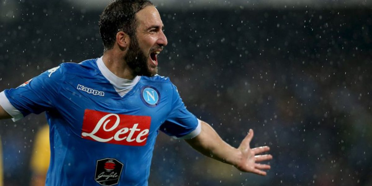 Gonzalo Higuaín pasó a ser el enemigo número uno en Napoli