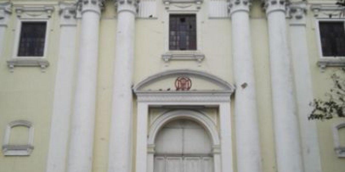 Localizan cadáver con señales de violencia en la puerta del Templo de La Recolección