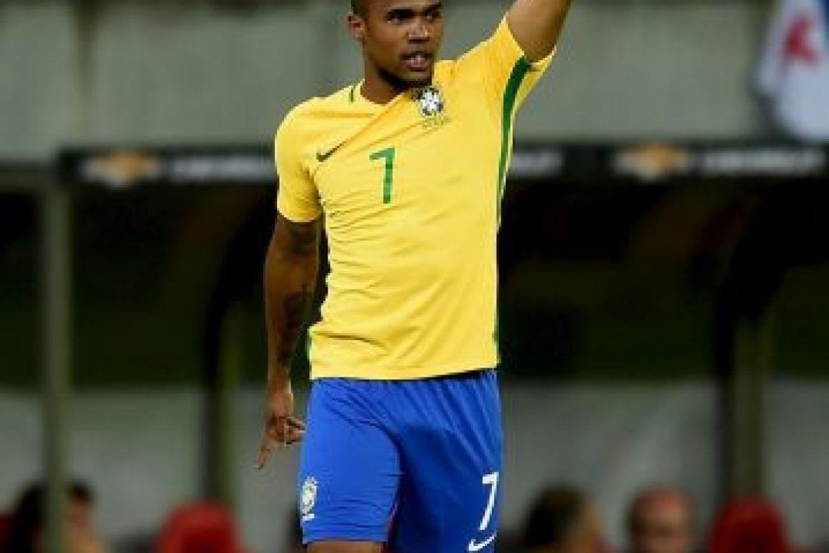 Douglas Costa. Uno de los refuerzos de la Selección de Fútbol de Brasil no estará en el torneo olímpico por una lesión en el muslo Foto:Getty Images