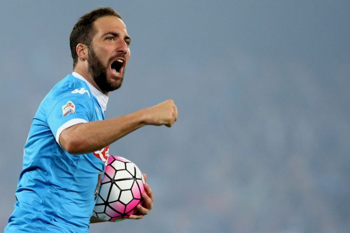 Además, sumó diez goles en la Europa League con Napoli y cinco en Champions League Foto:Getty Images