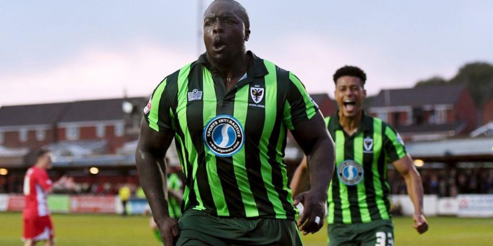 Adebayo Akinfenwa despreció ofertas de equipos de cinco países Foto:Getty Images