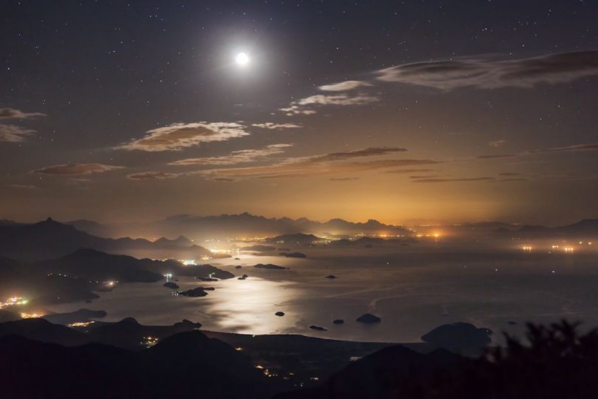 Moon Reflection Foto:Rafael Defavari – Insight Astronomy Photographer of the Year 2016