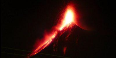 Conred en alerta por erupción en el volcán de Fuego