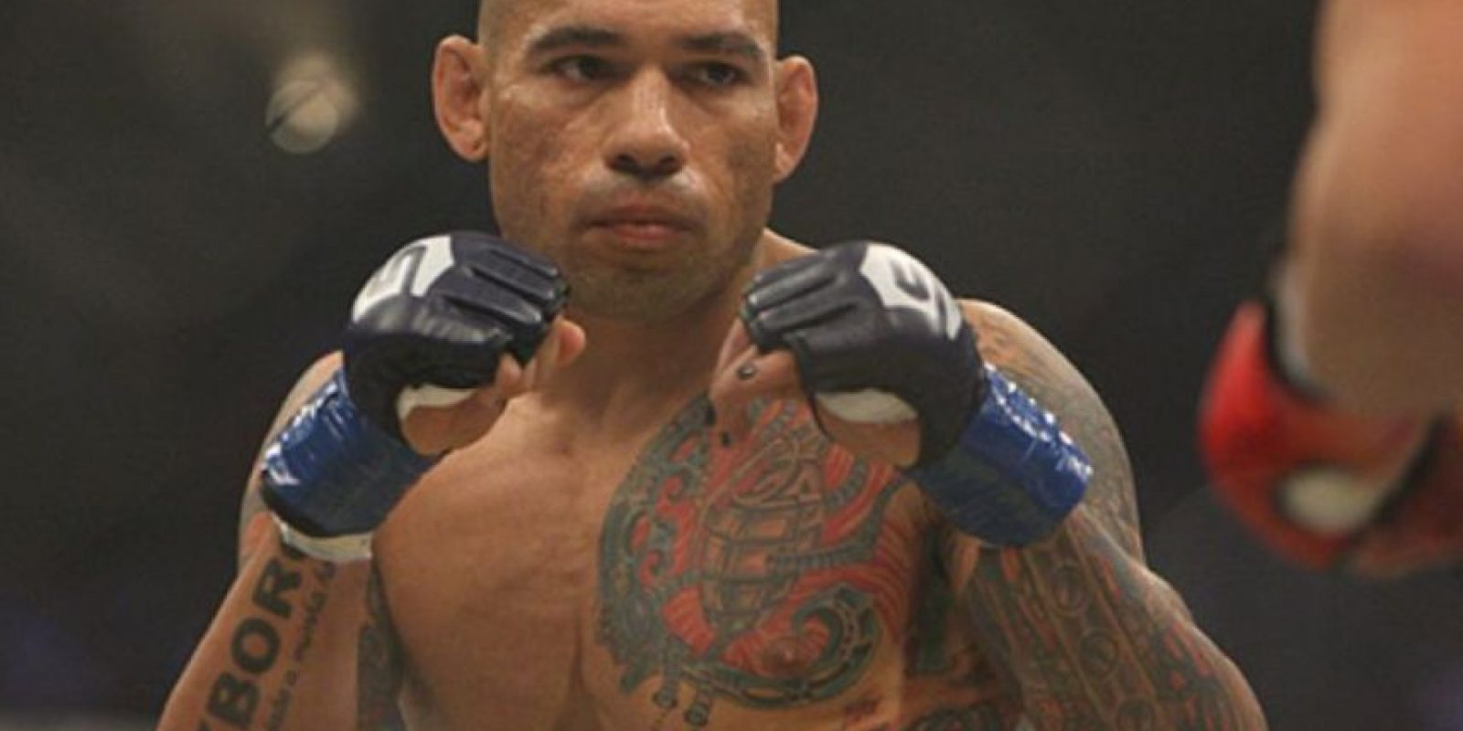Evangelista Santos recibió un fuerte rodillazo de Michael Page que le ocasionó una fractura en el cráneo Foto:Getty Images