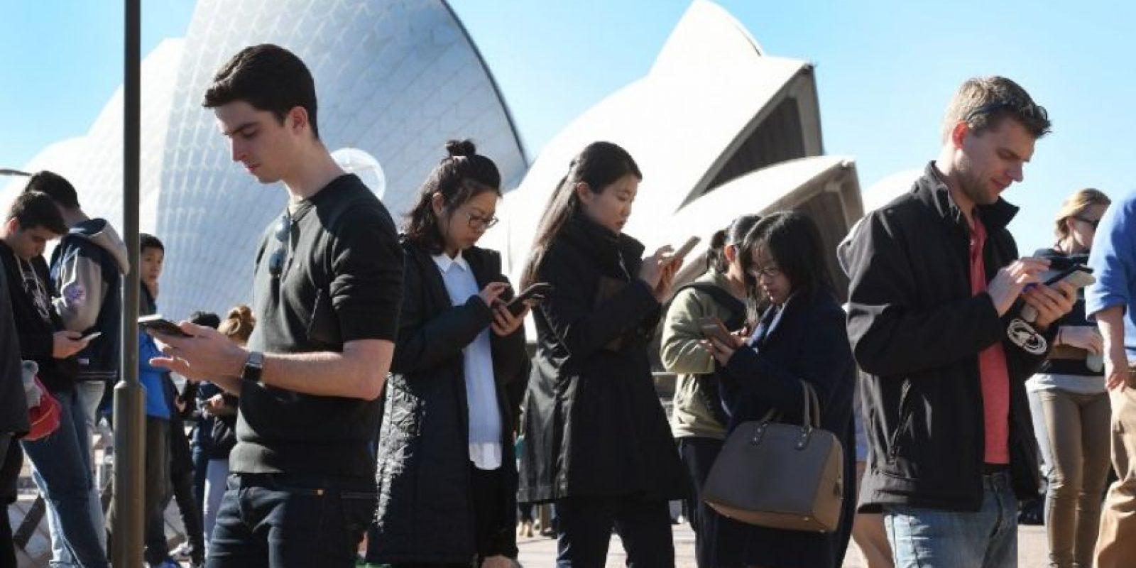 Están jugando en el mundo real, no fijen la mirada solo en su pantalla, atentos a lo que ocurre a su alrededor Foto:Getty Images