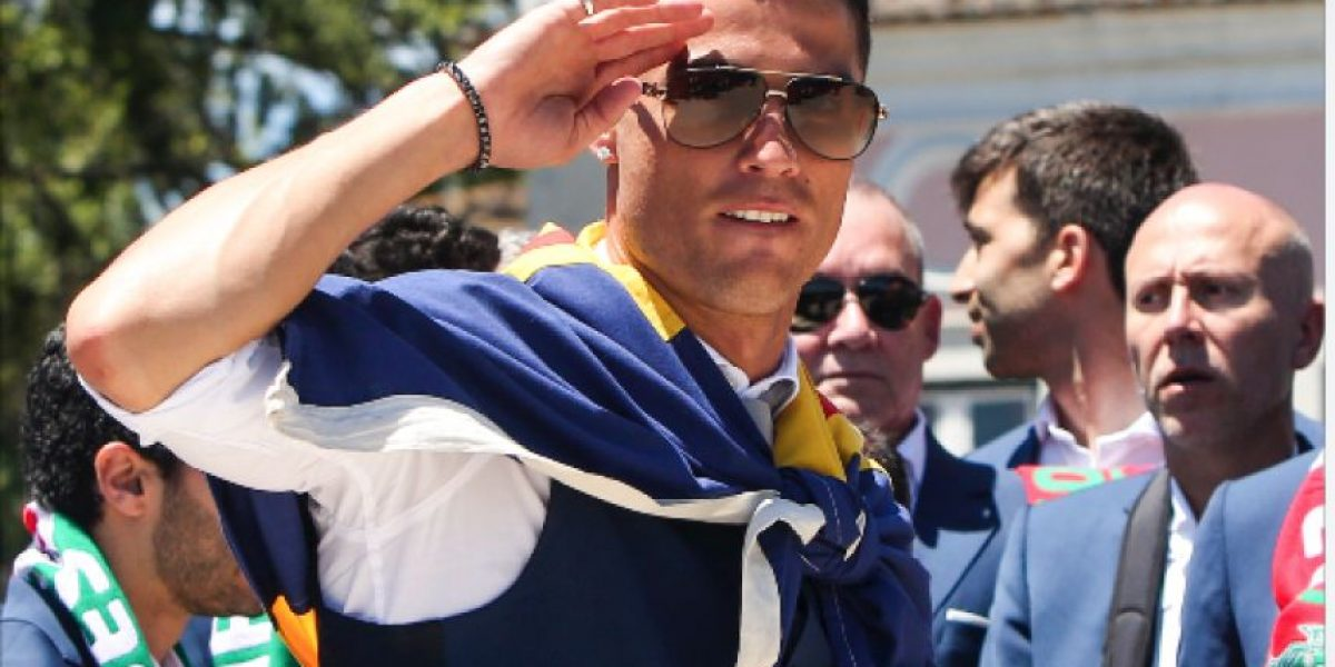 Descubren a Cristiano Ronaldo acaramelado con reina del fitness