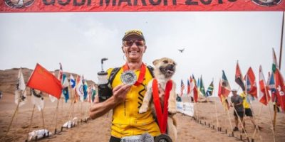 Corredor adopta a perrita que lo siguió en un maratón en China