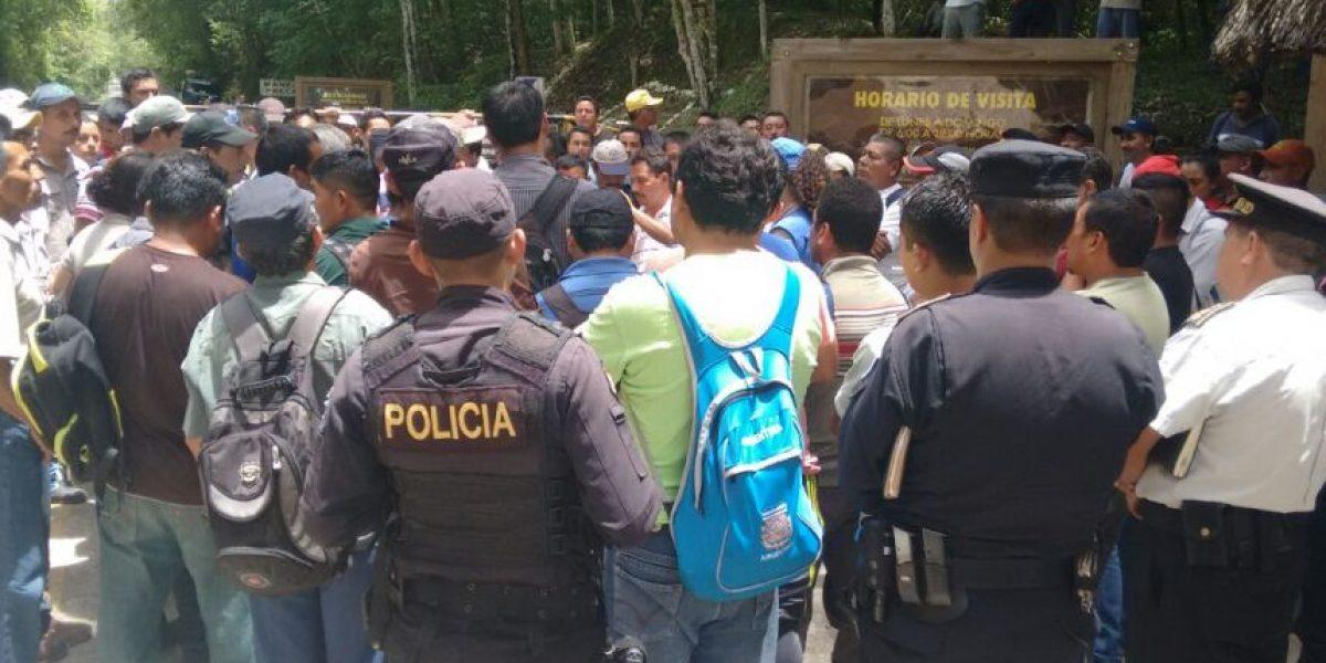 No descartan desalojar a los trabajadores que ocupan el parque Tikal