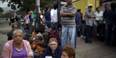 El siguiente paso es que, una vez verificadas y aprobadas esas firmas (aquí es donde estamos), la oposición reúna en tres días casi cuatro millones de firmas, que representa el 20% del registro electoral. Foto:AP