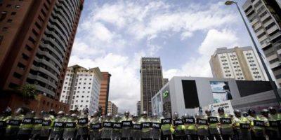 Cuando el CNE haya verificado las firmas de ese 20%, establecerá una fecha para elecciones generales en las que se le preguntará al pueblo su deseo de revocar al presidente, para lo que es necesario conseguir un número de votos igual o mayor a los que obtuvo el mandatario cuando fue electo; en el caso de Nicolás Maduro, fueron siete millones 587 mil 532 votos en 2013. Foto:AP