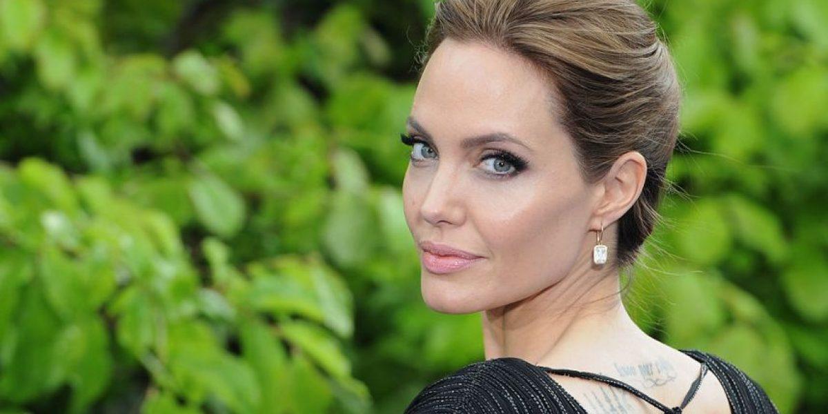 Revista publica foto sin ropa de Angelina Jolie de hace algunos años