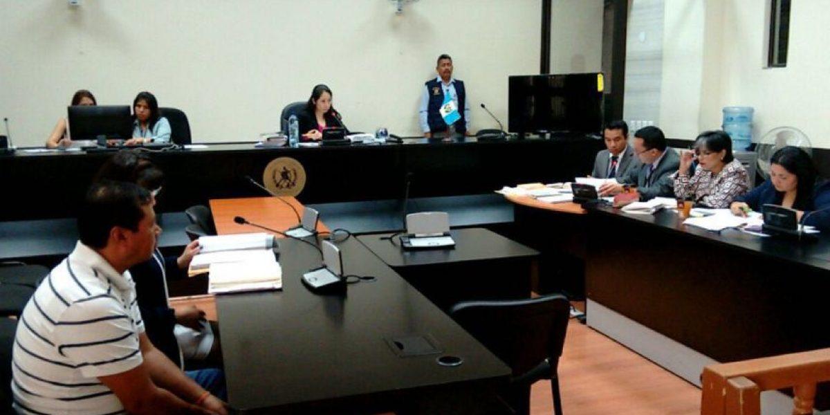 Sindicado en falsificación de pasaportes se declara culpable ante nueva jueza Ericka Aifán