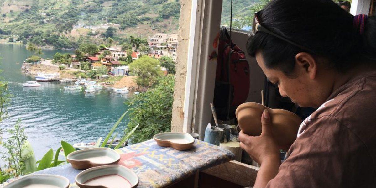 Disfruta un recorrido por el taller de cerámica pintada a mano Mayan Ke