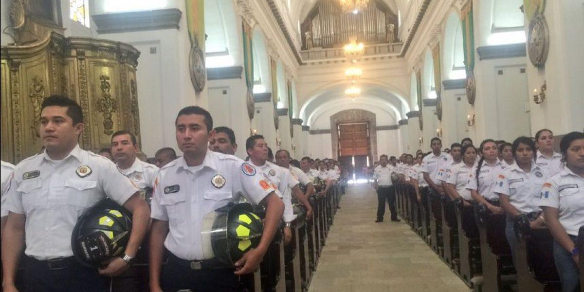 Con una misa y un recorrido con antorcha los Bomberos Voluntarios celebran su 65 aniversario
