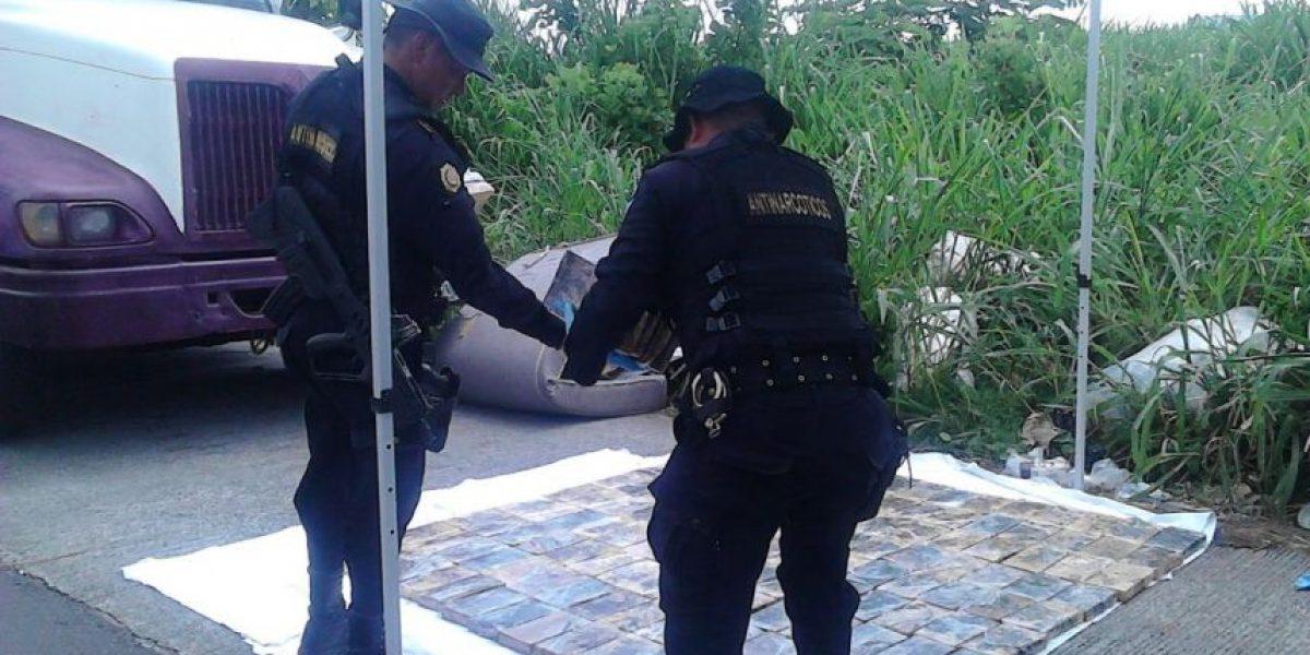 Localizan 139 paquetes con droga en tráiler abandonado en Palín