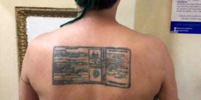 """Hombre se tatúa la identificación del maratonista """"Mateo"""" Flores"""