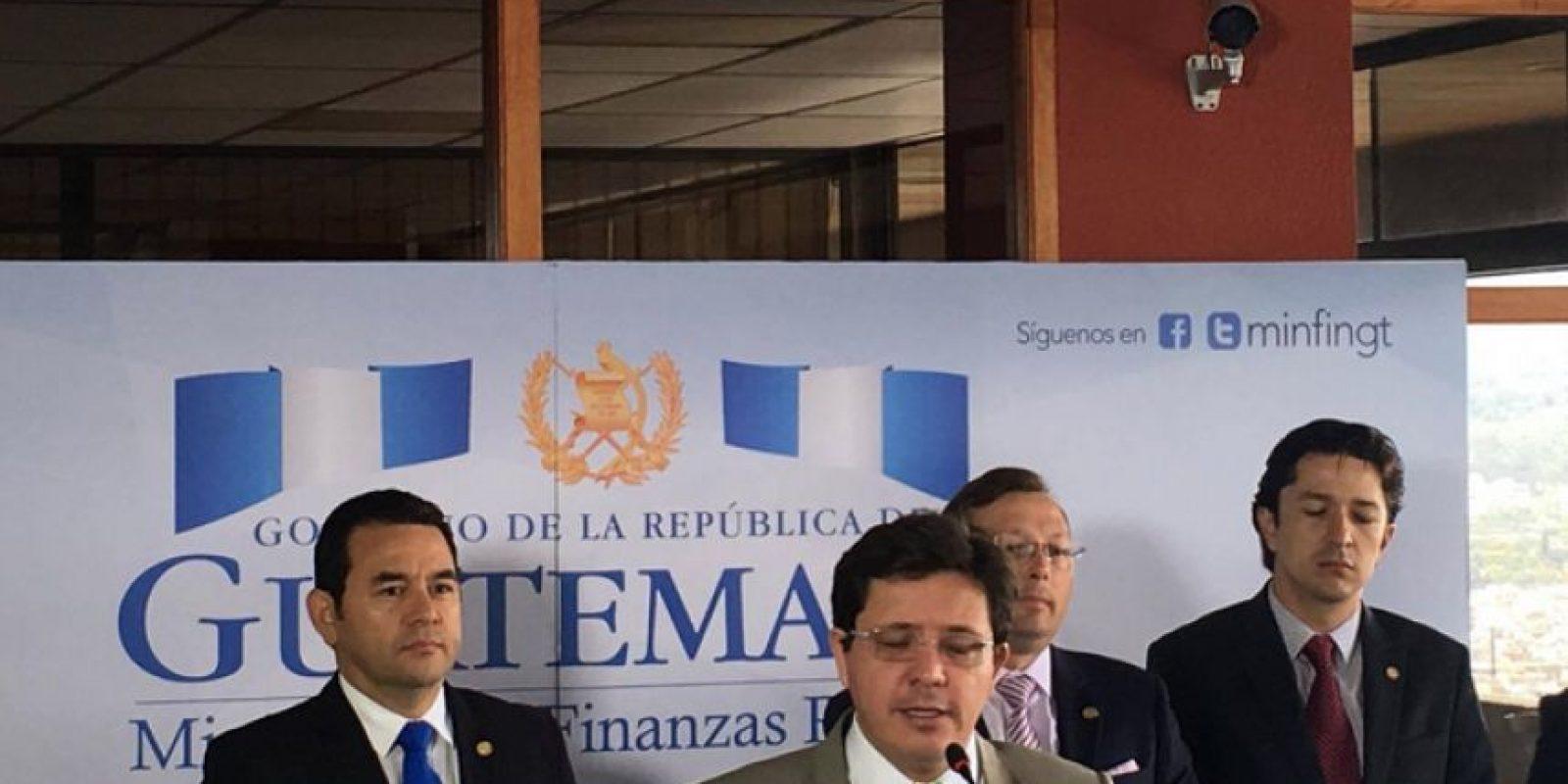 Julio Héctor Estrada, ministro de Finanzas, presenta propuestas de reforma fiscal al mandatario Foto:Amilcar Avila