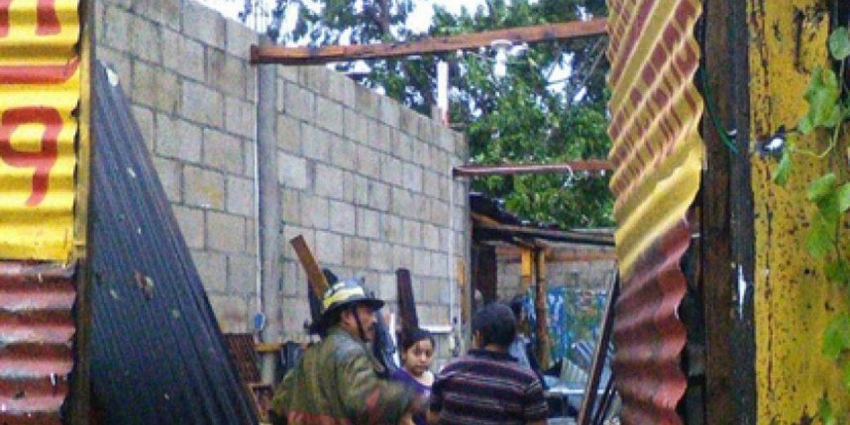 Lluvia afecta a más de 60 personas en Suchitepéquez