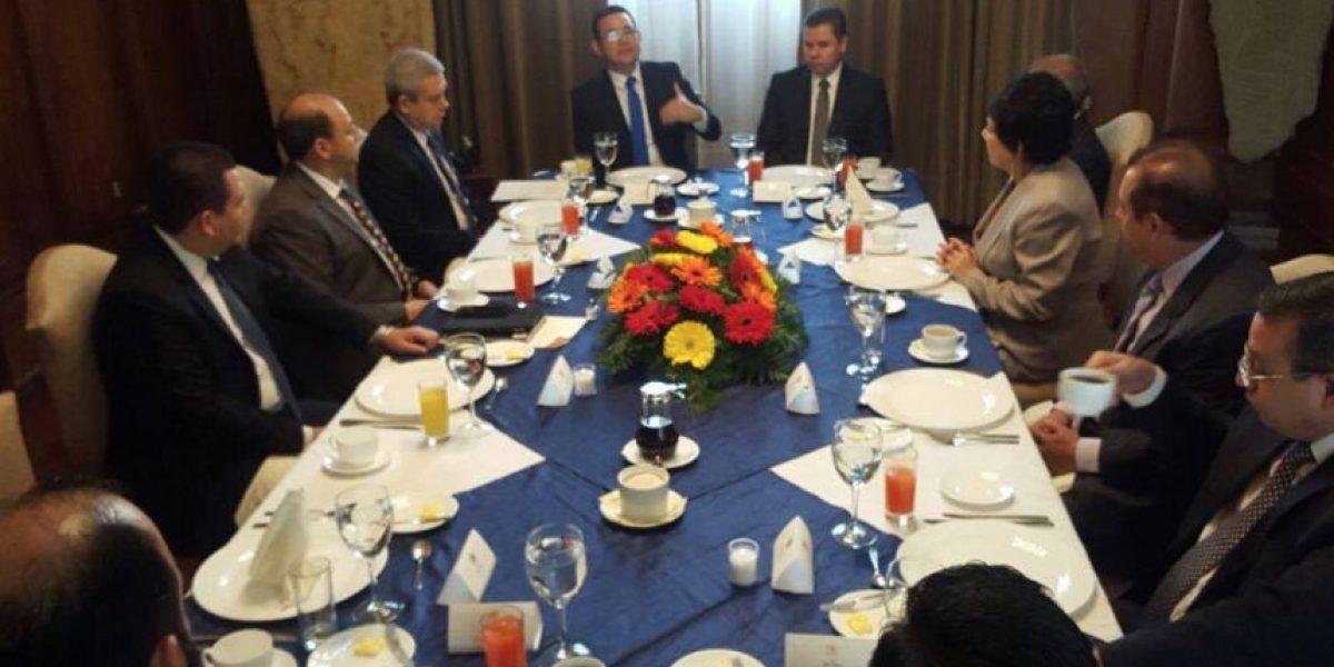 Presidente Morales presenta reformas electorales al TSE