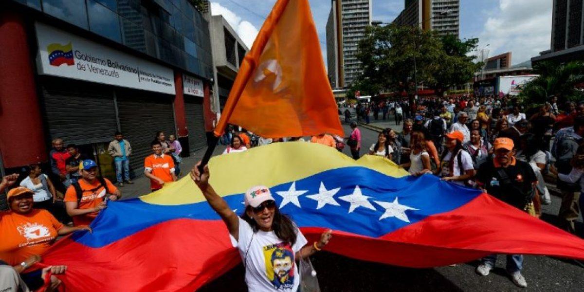 Oposición venezolana presiona por revocatorio contra Maduro