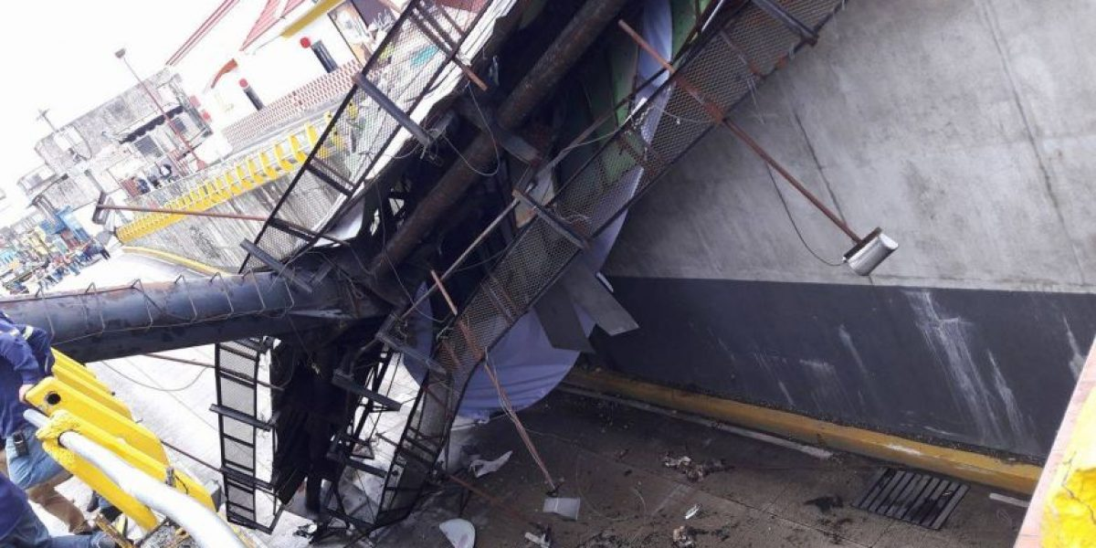 Valla colapsa en calle Martí y afecta tránsito en el sector