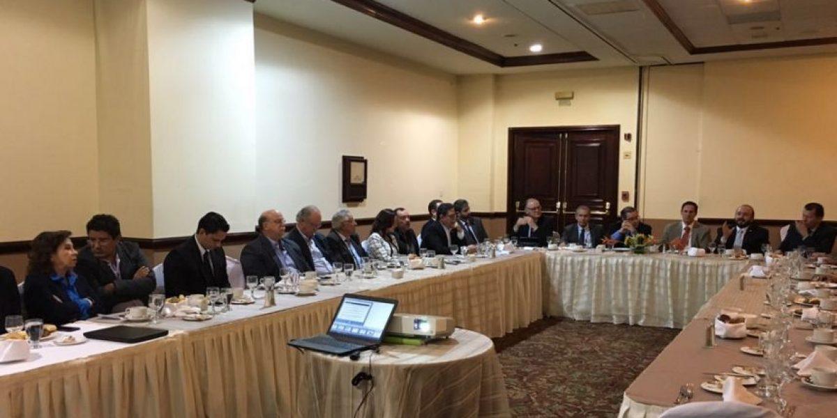Cúpula empresarial se reúne con políticos por diálogo fiscal