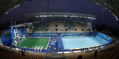¡Inexplicable! Piscina de competencias en Rio se vuelve verde