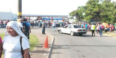 Maestros y salubristas bloquean fronteras, un aeropuerto y un puerto