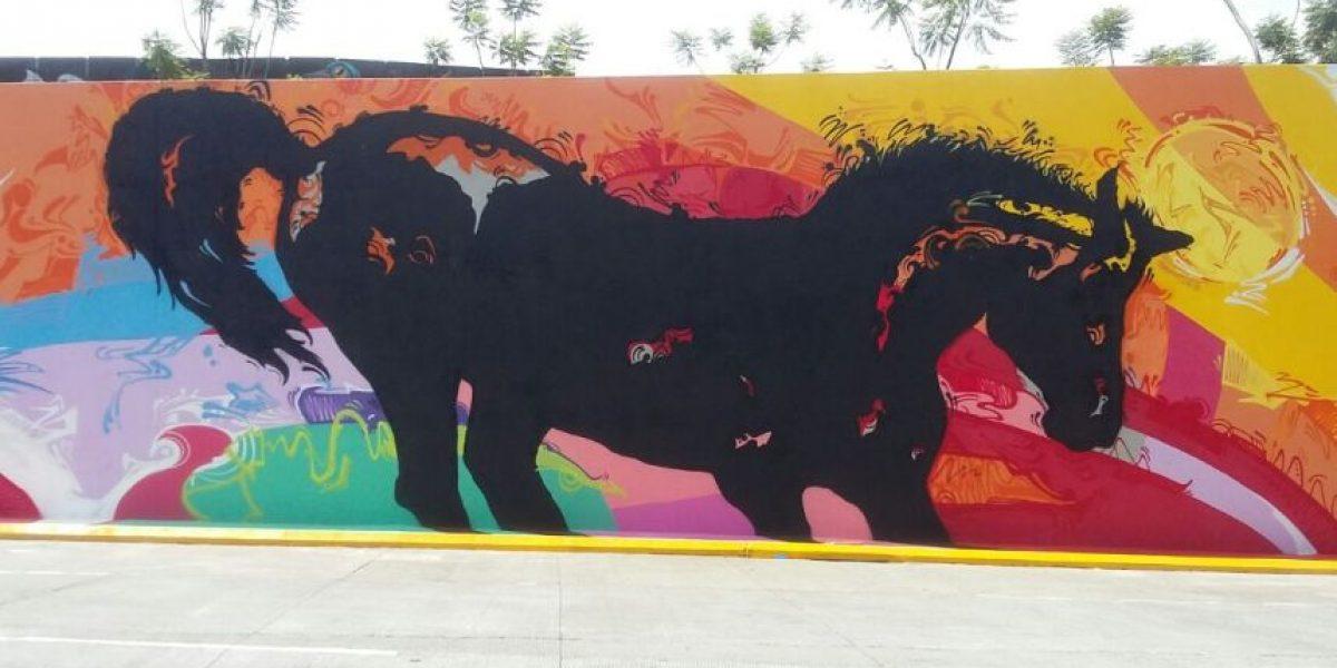 """""""A todo galope"""", el nuevo mural que decora las calles de la ciudad"""