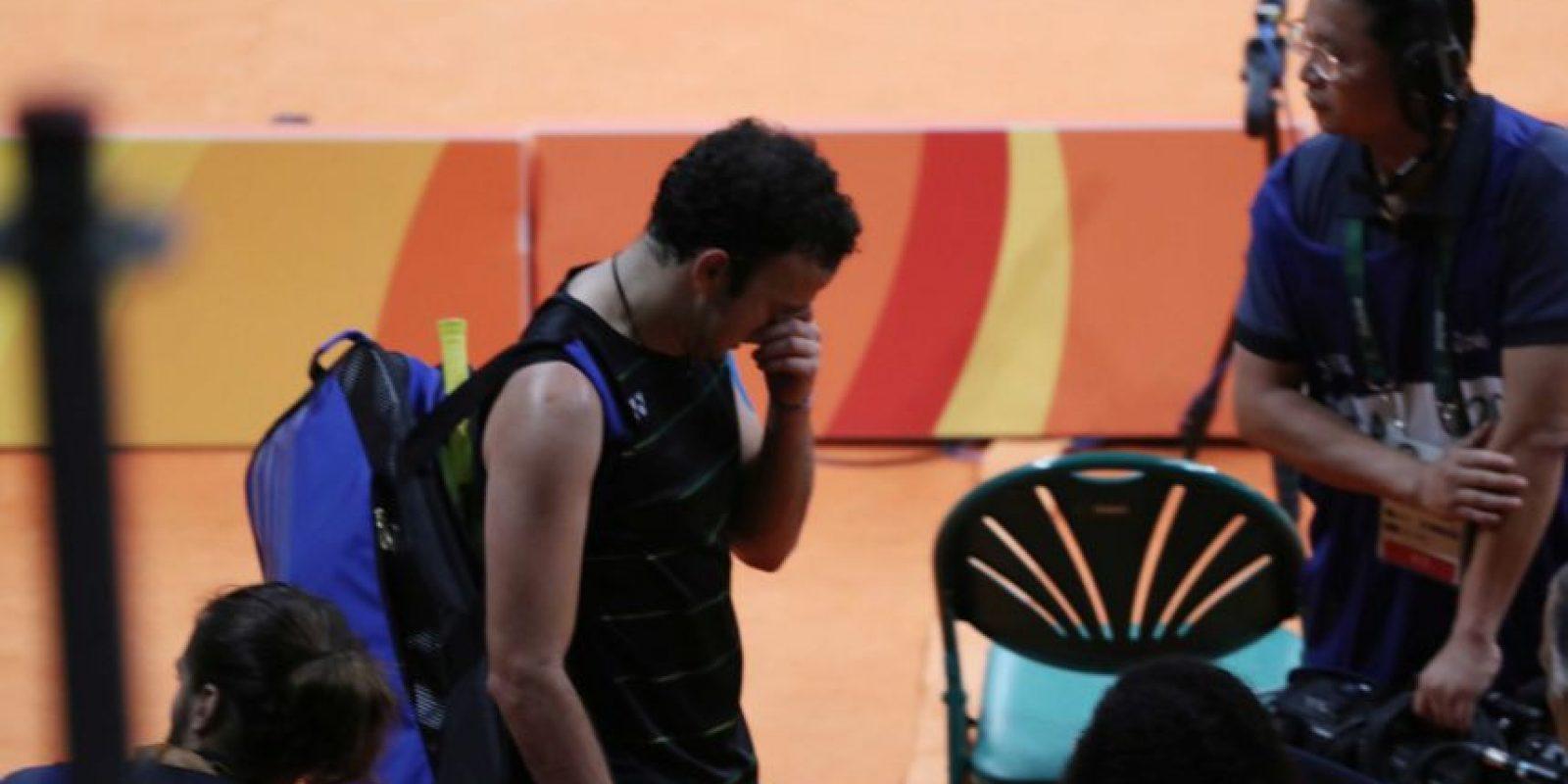 El guatemalteco no pudo contra las molestias en su rodilla y perdió contra el polaco. Foto:COG
