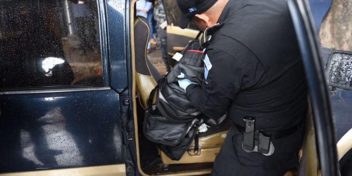 Localizan presunta cocaína en vehículo inspeccionado en zona 10