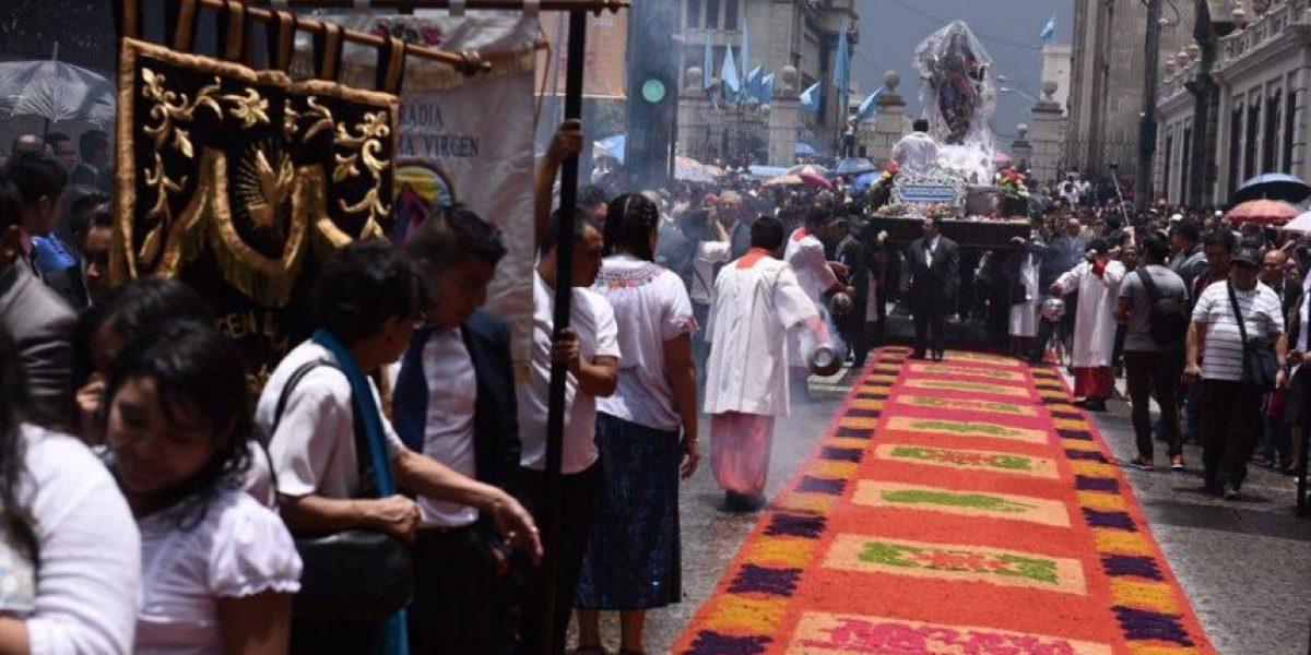 La procesión de la Virgen de la Asunción hace una petición especial por Guatemala
